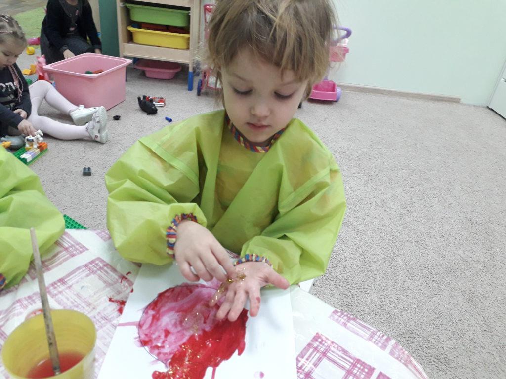 занятия по творчеству; Детское творчество; выразить свои чувства; рисование; описать словами эмоции; ребенок рисует